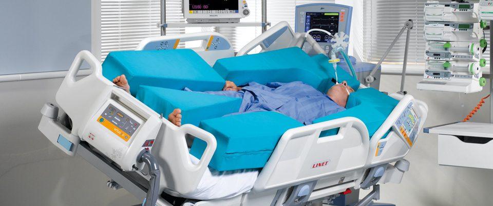 Lit de soins Multicare Linet - réanimation